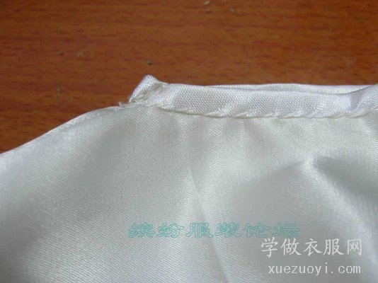 T恤套头衫的V字领领口包边如何缝制得又平服又尖?