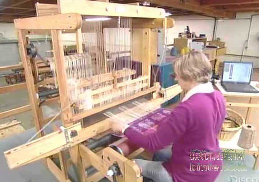 木制的手工织布机的制造过程
