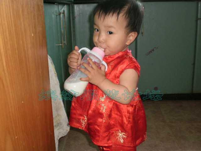 织锦缎做的女儿的小唐装连衣裙