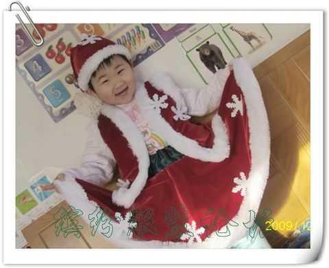 为2岁宝宝做的圣诞服套装:帽子、马甲、裙子