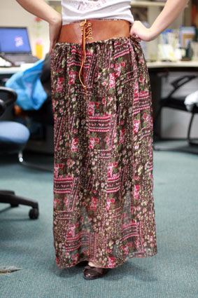 淘碎布自做的长裙完工了,布料少下摆褶量不够大