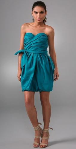 高人解答:不带松紧的抹胸裙子怎么才不会掉