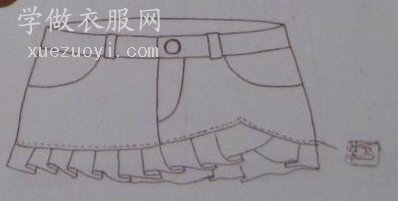 把不穿的旧牛仔短裤改造为碎皱褶花边时尚短裙