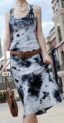 看起来旧旧的扎染针织布,设计成风格独特的时尚服装