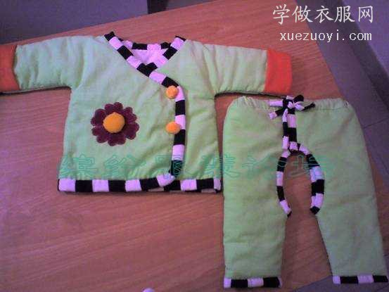 为将出世的宝宝做了棉衣和开裆棉裤,全手工缝制的