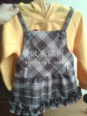 秀一秀给宝宝新做的背带格子小短裙